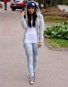 Jasne spodnie jeans