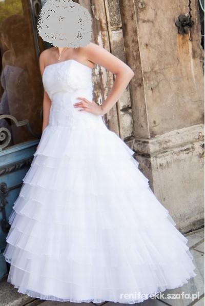 0812d776b9 biała suknia ślubna z falbankami w Suknie ślubne - Szafa.pl