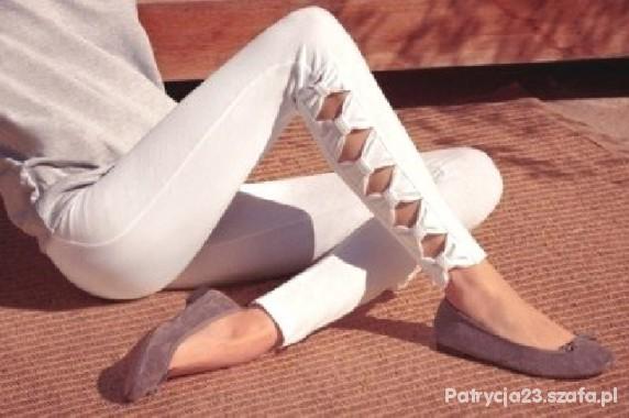 Białe legginsy z kokardkami