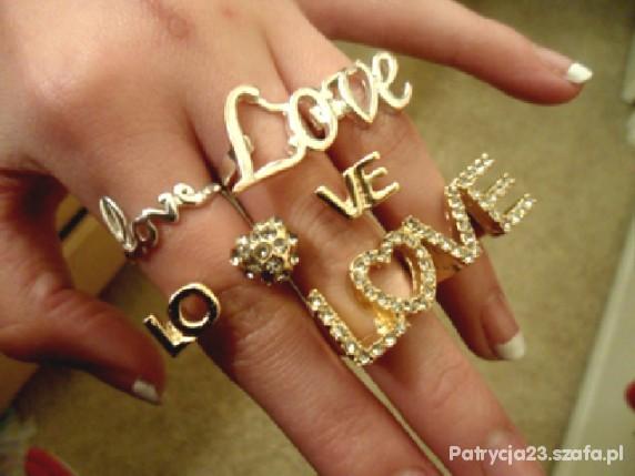 ZŁOTE PIERŚCIONKI LOVE