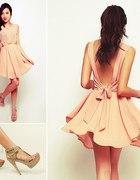 Sukienka z wycietymi plecami