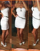 Biała sukienka plus platformy nude