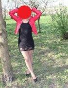 czerwona ramoneska i sukieneczka koronkowa