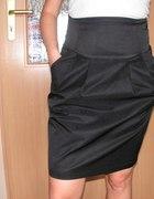 Mała czarna spódniczka