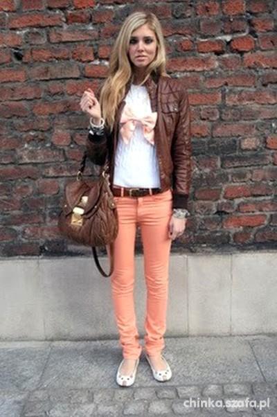 brzoskwiniowe spodnie