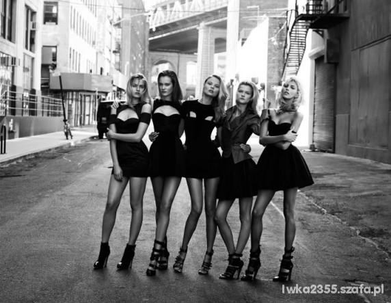 kobiety w czerni