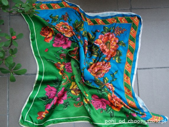 Chusty i apaszki Dwie folkowe chusty