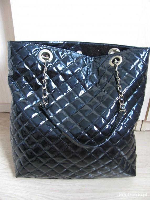 944ff9de06e5e Atmosphere czarna pikowana błyszcząca torba w Torebki na co dzień ...