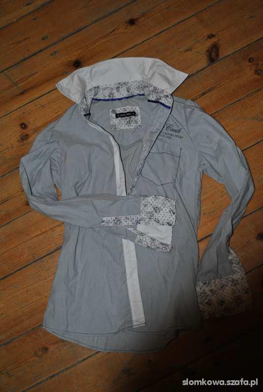 Koszula z kwiecistymi mankietami