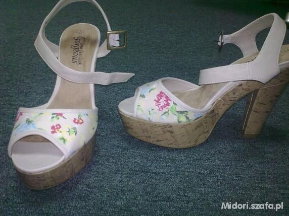Sandałki floral New Look