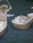 Sandałki floral New Look...