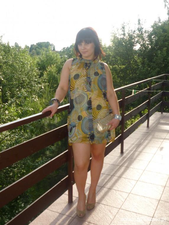 Na specjalne okazje kolorowa sukieneczka
