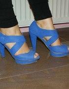 Niebieskie sandały na platformie rozm 39