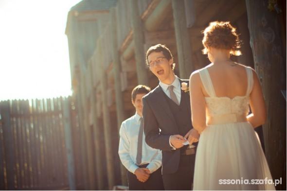 Na specjalne okazje krótka sukienka ślubna