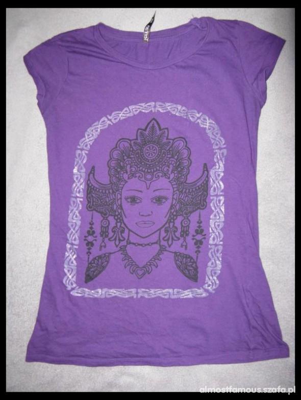 Poszukiwane Tshirt z motywami indyjskimi