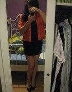 Pomarańczowy żakiet plus mała czarna...