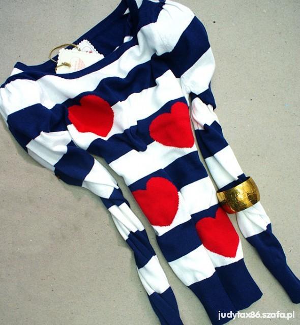 Cudny sweterek w serduszka
