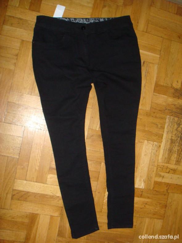 Czarne rurki skinny F&F 46