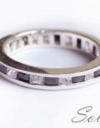 Piękna srebrna obrączka z cyrkoniami