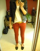 RED SKINNY JEANS&STUDDED LOAFERS&BLACK LEATHER
