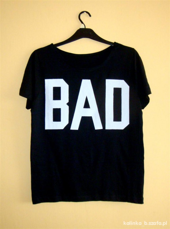 Koszulki czarna koszulka z białym napisem BAD a la misbhv
