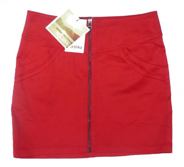 czerwona mini spódniczka