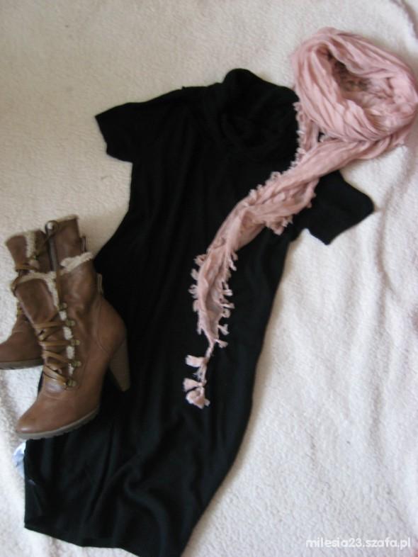 Mój styl Czarna sukieneczka z półgolfikiem