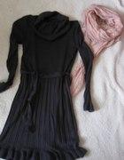 Szara sukieneczka z półgolfikiem