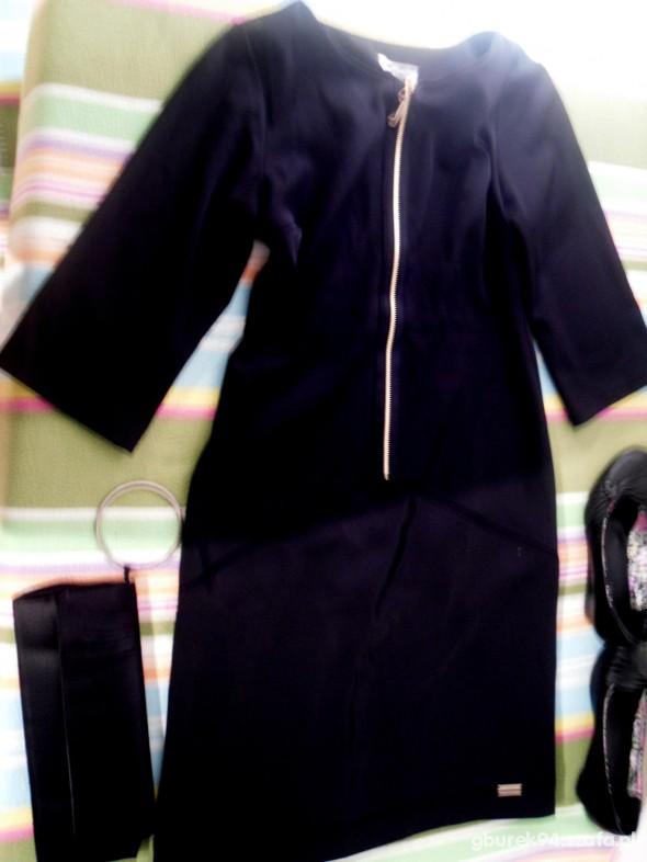 Na specjalne okazje Czarna sukienka z butami i kopertówką