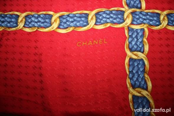 Chusty i apaszki Czerwona logowana CHANEL replika
