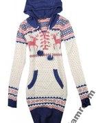 Długi sweter z pomponami