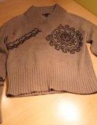 sweter z zimowym motywem...