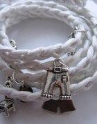 Bransoletka pleciona biała z zawieszkami...