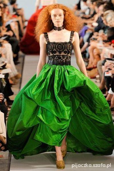Piękna suknia Nacho Aguayo