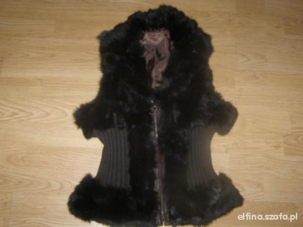 czarny futrzak