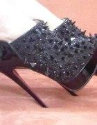 Świetne czarne botki z kolcami