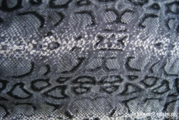 Chusty i apaszki Chusta Szalik skóra węża