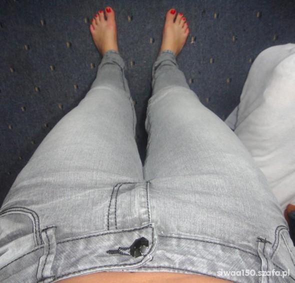 Szare spodnie rurki dopasowane