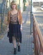 Asymetryczna spódnica i ramoneska