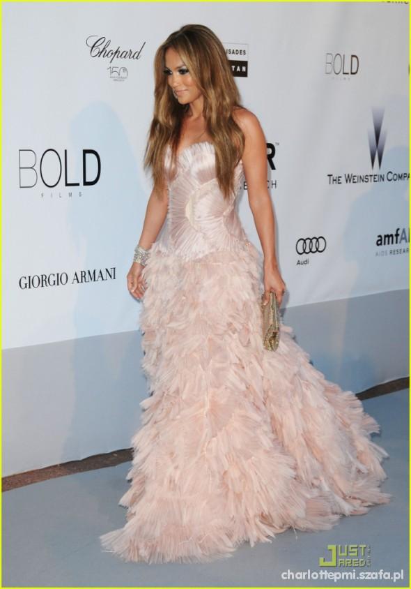 Na specjalne okazje Jennifer Lopez w pięknej sukni
