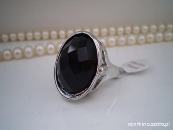 Fantastyczny pierścionek z dużym czarnym oczkiem kamieniem w Pierścionki - Szafa.pl AO18