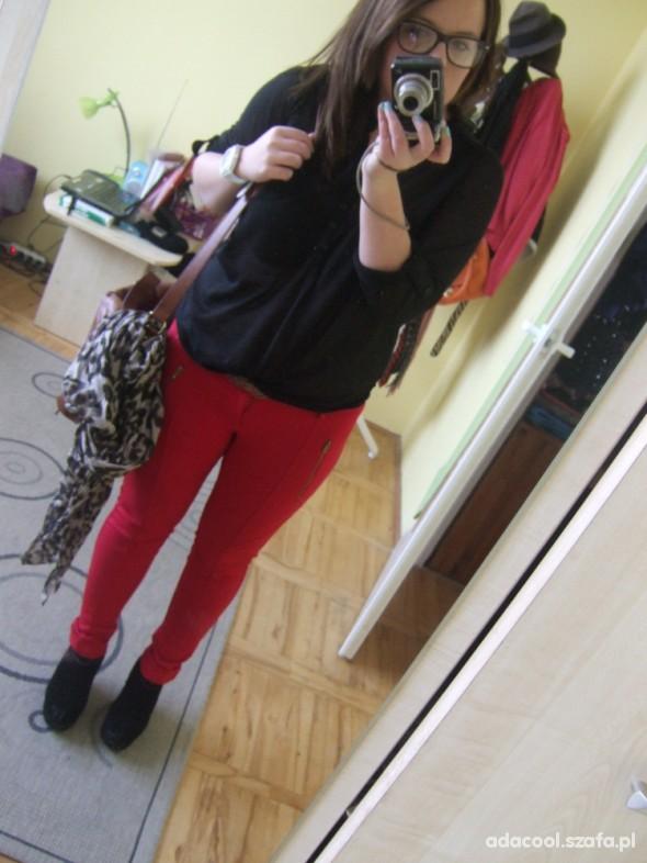 Mój styl czerwone spodnie bershka
