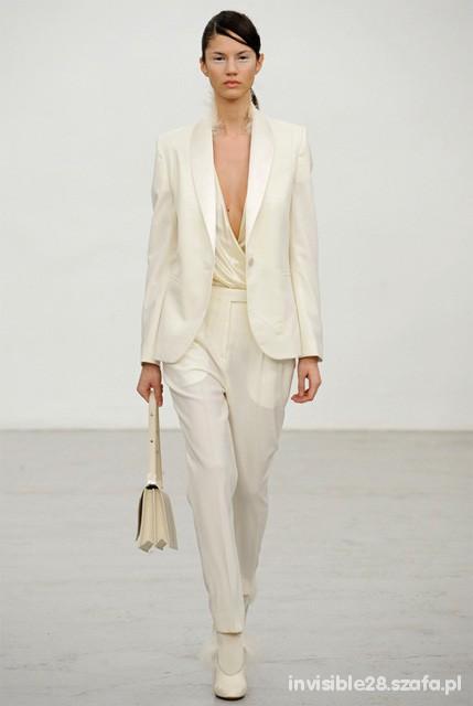 Eleganckie biały garnitur w wersji kobiecej
