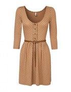 Karmelowa sukienka w groszki Stradivarius