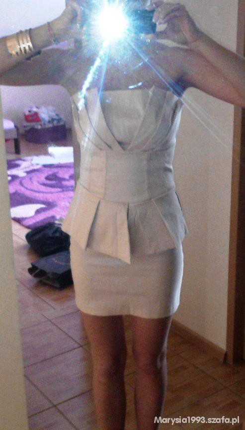 Imprezowe pudrowa sukieneczka z falbanką
