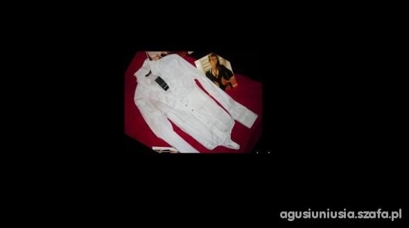 Koszulowe body z żabotem