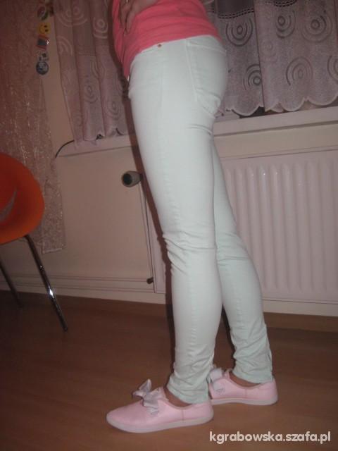 Miętowe spodnie