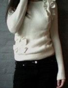 Sweterek z kokardkami RI