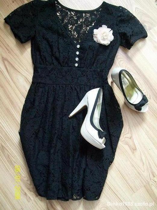 Koronkowa prosta sukienka w stylu retro