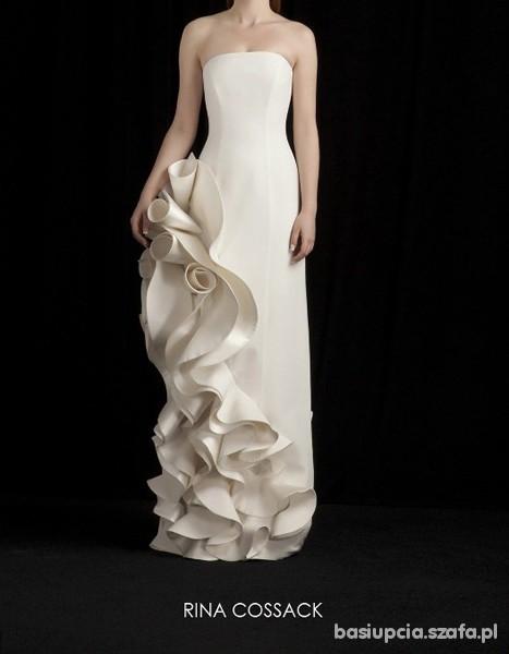 Na specjalne okazje Suknia ślubna z ciekawą aplikacją